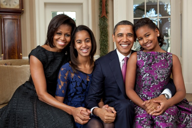 Barack_Obama_family_portrait_2011.jpg
